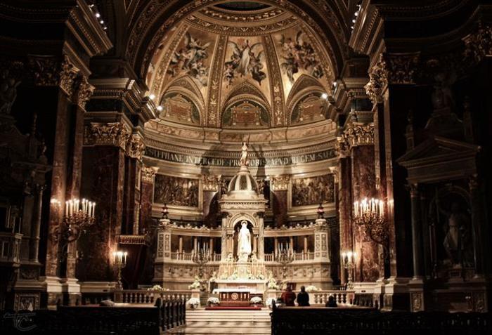 St. Stephen's Basilica - Altar