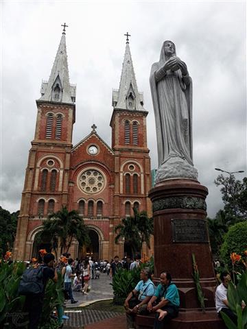 Vietnam - Saigon Notre-Dame Basilica 1 (Small)