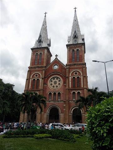 Vietnam - Saigon Notre-Dame Basilica 2 (Small)